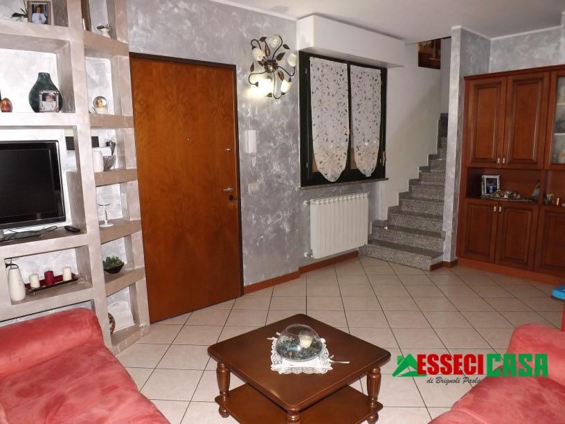 Appartamento in vendita a Calvenzano, 4 locali, prezzo € 133.000   CambioCasa.it