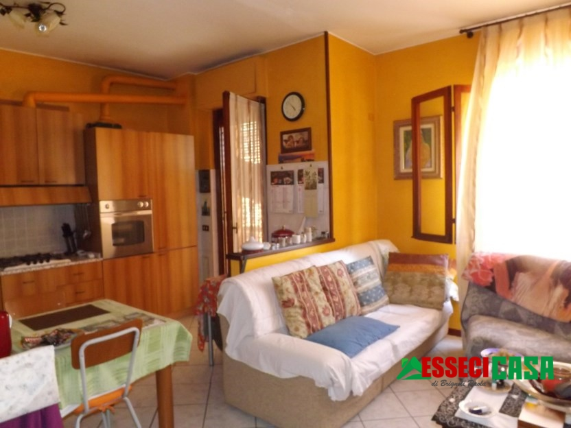 Appartamento in vendita a Casirate d'Adda, 3 locali, prezzo € 73.000 | CambioCasa.it
