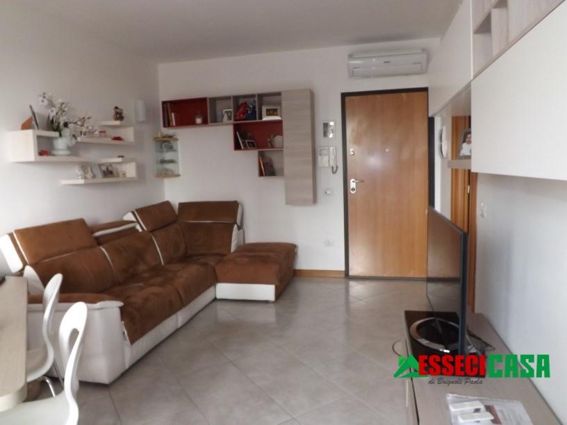 Appartamento in vendita a Casirate d'Adda, 2 locali, prezzo € 100.000   CambioCasa.it